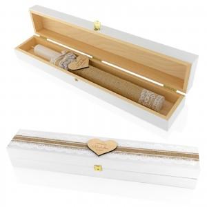 Świeca z wygrawerowanym serduszkiem w drewnianym pudełku na pamiątkę chrztu