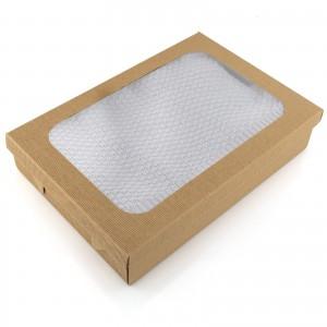 Kocyk bambuspwy niemowlęcy pakowany w tekturowe pudełko z okienkiem