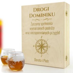 Grawerowane pudełko ze szklankami do whisky