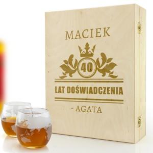 Pudełko drewniane ze szklankami do whisky z grawerem na urodziny dla faceta