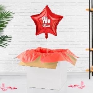 czerwony balon z helem z pudełka z imieniem