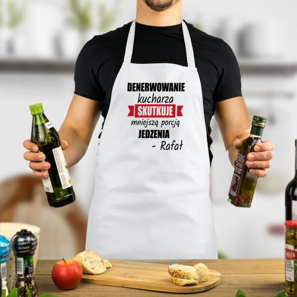 Biały fartuch kuchenny dla mężczyzny z nadrukiem imienia i śmiesznego tekstu