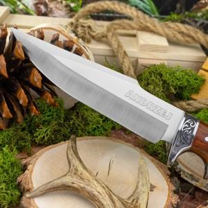 nóż myśliwski z drewnianą rękojeścią i grawerem imienia