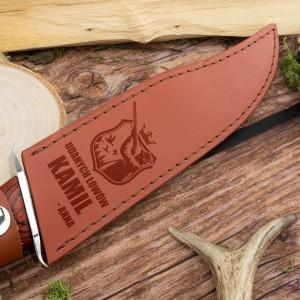 Nóż w etui na nóż z grawerem dedykacji - Udanych łowów