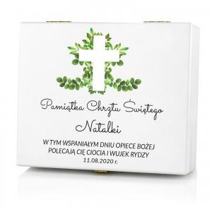 sztućce w drewnianym pudełku z nadrukiem dedykacji jako pamiątka chrztu