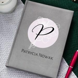 Planner z nadryukiem monogramu, imienia i nazwiska personalizowany na prezent dla niej