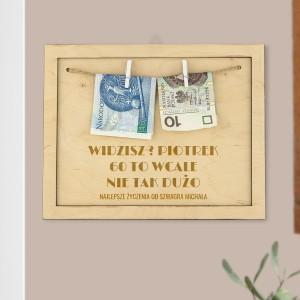 drewniana ramka na pieniądze na okragłe urodziny