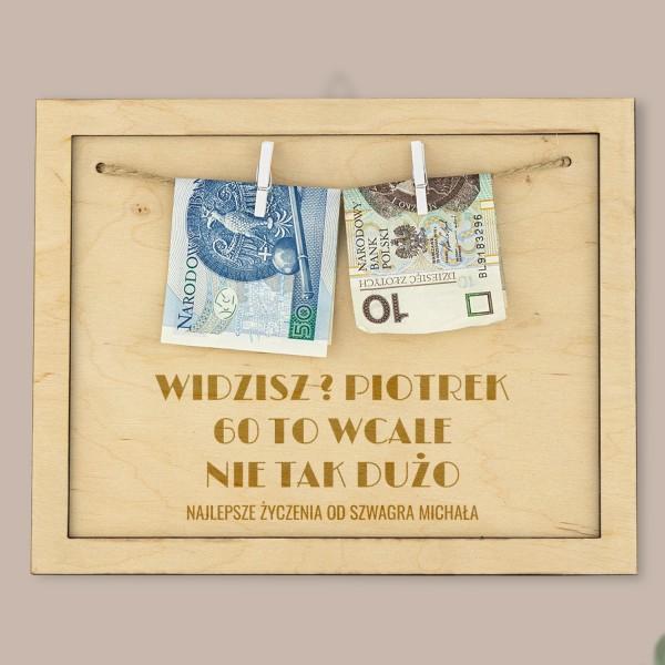 grawerowana drewniana ramka na pieniądze na okragłe urodziny