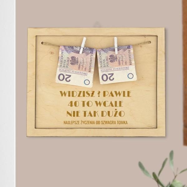 ramka drewniana z grawerem i pieniędzmi na 40 urodziny