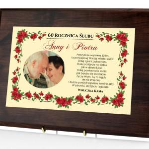 certyfikat w drewnie z nadrukiem zdjęcia i dedykacji na prezent na rocznicę ślubu dla dziadków
