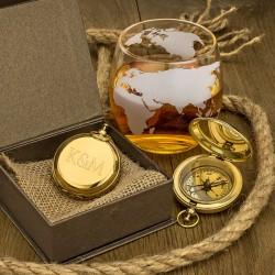 kompas z grawerem inicjałów