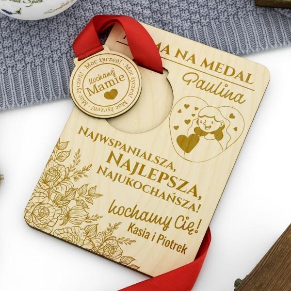 medal drewniany z grawerem dedykacji dla mamy