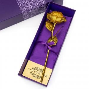 pozłacana róża na prezent
