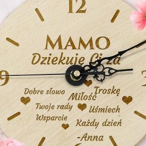 zegar drewniany z grawerem dedykacji na prezent dla mamy