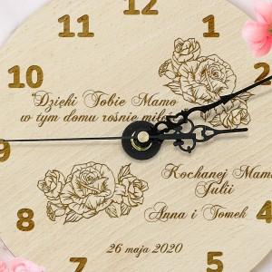 drewniany zegar z grawerem na prezent dla mamy