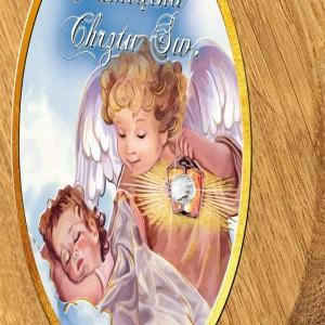 obrazek z drewna dębowego z grawerem na chrzest z kryształkiem