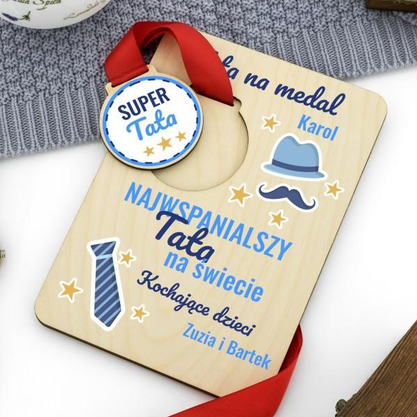 medal na tabliczce z nadrukiem dedykacji na prezent dla taty