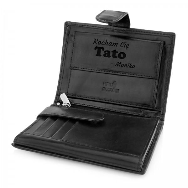 czarny portfel z grawerem dedykacji na prezent dla taty