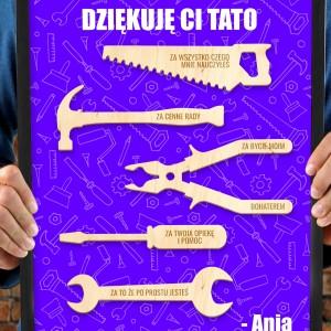 obraz w ramce z drewnianymi narzędziami na prezent dla taty