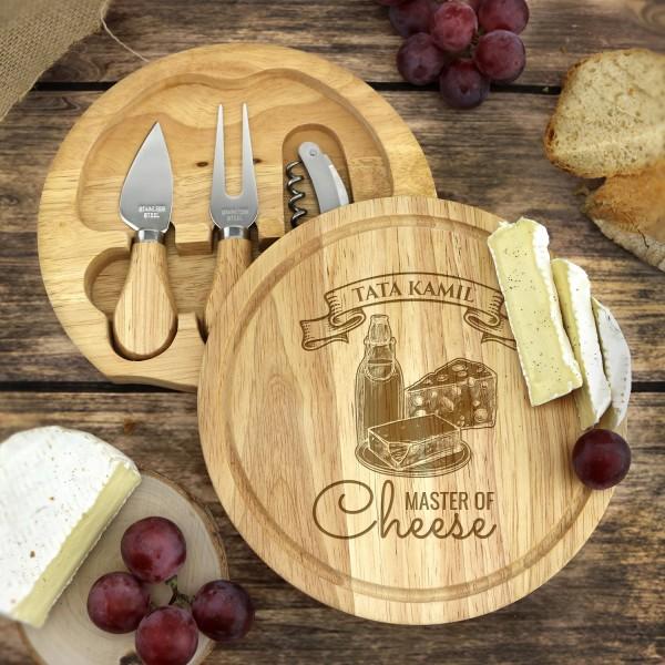 drewniana deska do serów  z nożami, z grawerem imienia dla taty