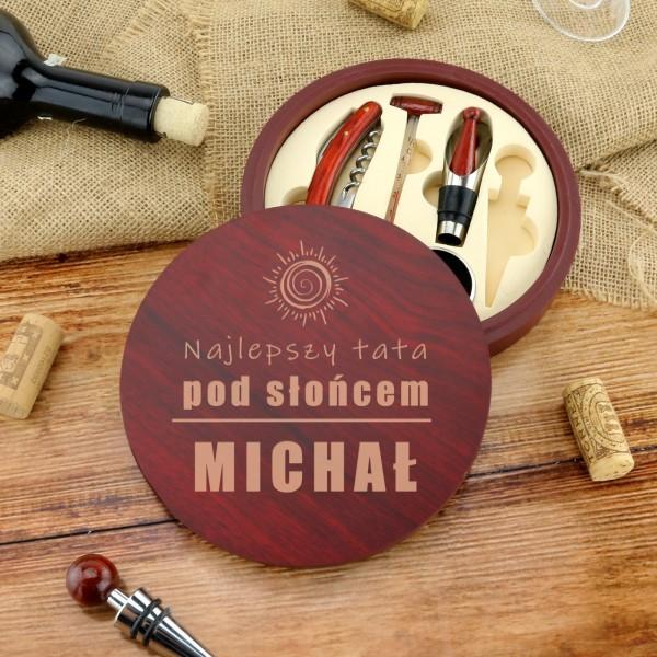zestaw do wina w drewnianym pudełku z grawerem imienia dla taty