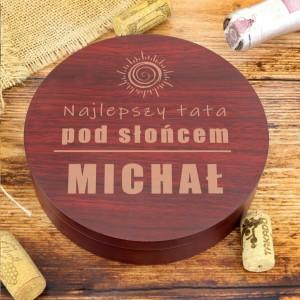 zestaw do wina w drewnianym pudełku na prezent dla taty