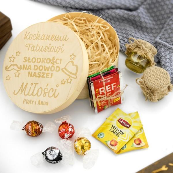 pudełko drewniane z grawerem dla taty - zawiera mód, cukierki i herbatę