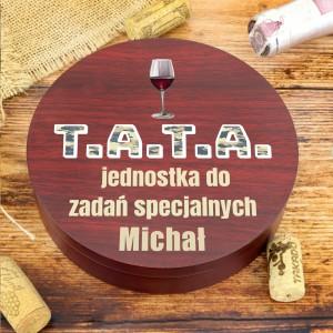 zestaw do wina w drewnianym pudełku z nadrukiem imienia taty