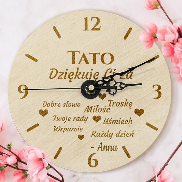 drewniany zegar z grawerem dedykacji dla taty