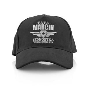 czarna czapka z napisem na prezent dla taty