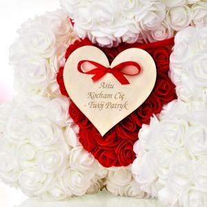 grawerowane serce z dedykacją dla ukochanej