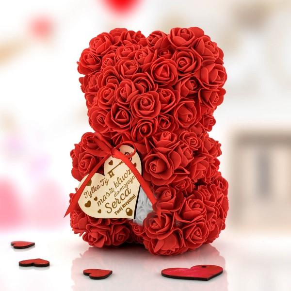 miś z róż z białym sercem dla ukochanej