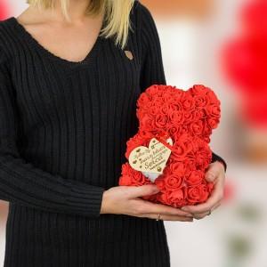 miś z różyczek na prezent dla kobiety
