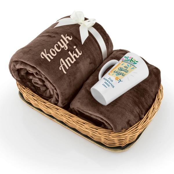 personalizowany prezent ciepły koc z mikrofibry i kubek dla mola książkowego