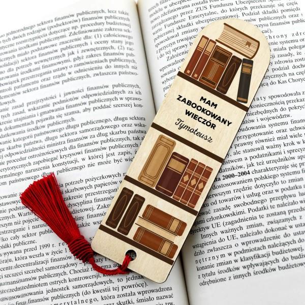 zakładka do książki z grawerem imienia na prezent dla niego