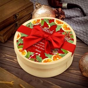 drewniane pudełko ze słodyczami na prezent na święta
