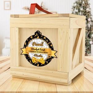 drewniana skrzynia z prezentami na gwiazdkę dla mężczyzny