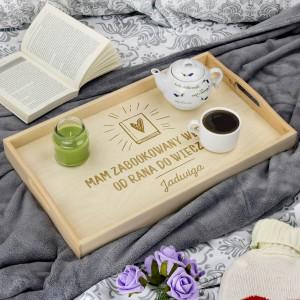 stolik śniadaniowy z grawerem na prezent