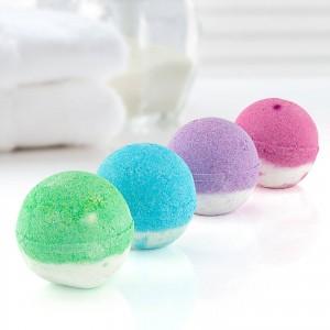 kolorowe kule do kąpieli dla niej