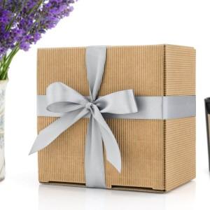 ekologiczne opakowanie na prezent z kokardą