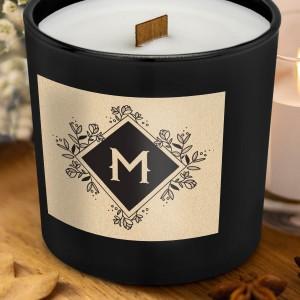 świeca zapachowa z drewnianym knotem w czarnym szkle