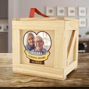 drewniana skrzynia na prezenty na dzień dziadka