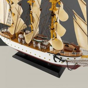 luksusowy model statku żeglarskiego