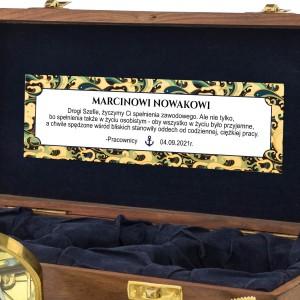 prezent dla szefa w drewnianej szkatułce z dedykacją