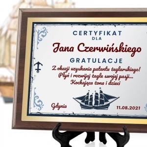 drewniany certyfikat z dedykacją dla żeglarza