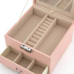 różowy kuferek na biżuterię