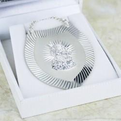 srebrny ryngraf w pudełeczku na prezent z okazji chrztu