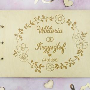prezent z okazji ślubu grawerowany album na zdjęcia