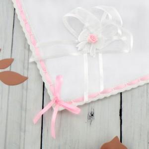 szatka na chrzest z różowymi dodatkami