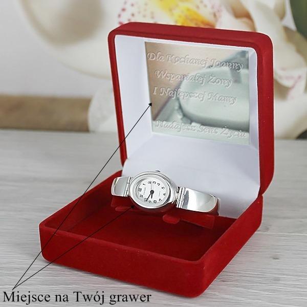 personalizowany damski zegarek w opakowaniu